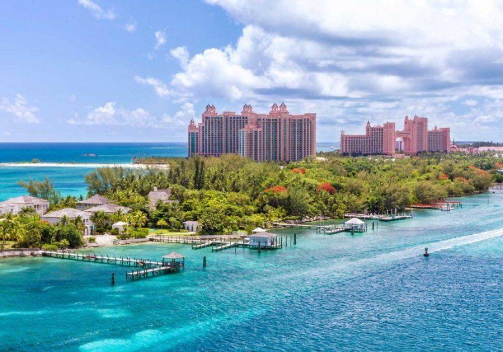 Emerald water idyllic beach at Nassau, The Bahamas in a sunny day.
